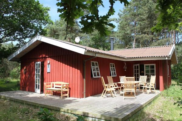 Hotel Pictures: Three-Bedroom Holiday Home Paulas 04, Vesterø Havn