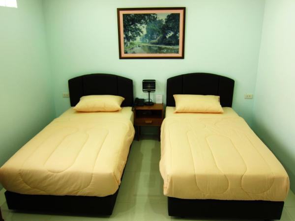 Standard Twin Room with Private Bathroom