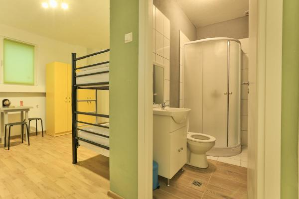 Bed in 4-Bed Dormitory Room with Private Bathroom