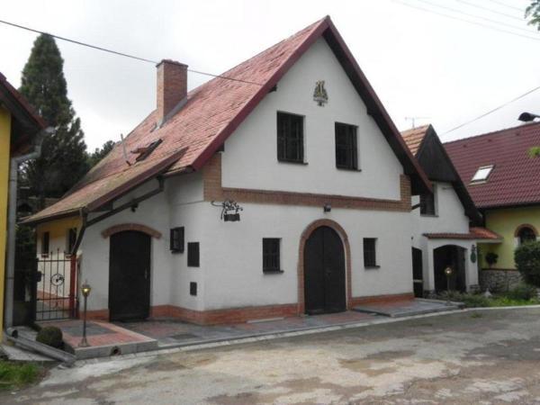 Hotel Pictures: Vinný sklípek U Nováků, Vrbovec