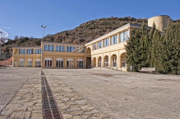 Hotel Pictures: Alberg Montsec-Mur, Guardia de Tremp