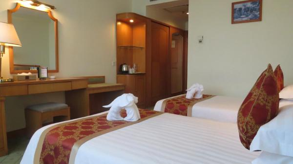 Free upgrade to Twin Room with Harbour  View