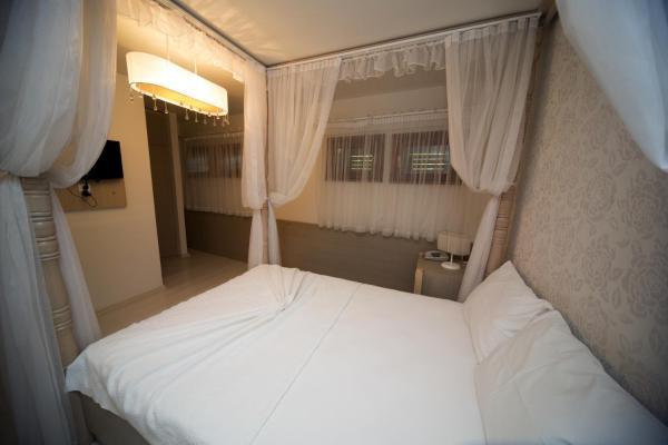 Standard Twin Room - Semi Basement