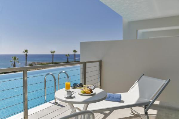 Executive Family Room with Sharing Pool and Sea View (2 Adults + 3 Children)