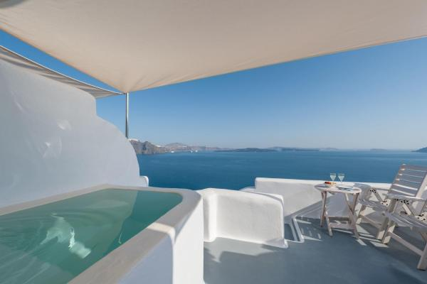 Superior Suite with Outdoor Hot tub and Caldera View