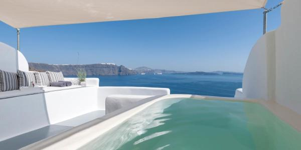 Deluxe Suite with Outdoor Hot tub and Caldera View