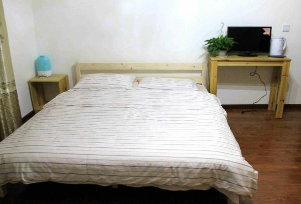 Mainland Chinese Citizen - Queen Room with Private Bathroom