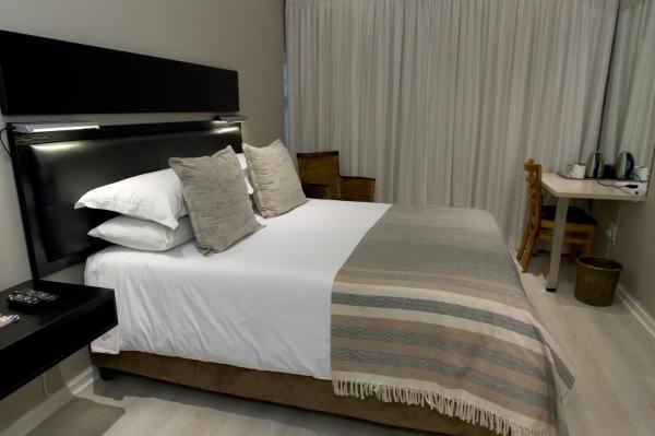 Luxury Queen Room - 3