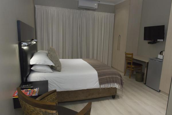 Luxury Queen Room - 2
