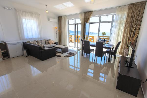 Special Offer - Deluxe Two-Bedroom Apartment with Terrace with Sea View and Free Transfer