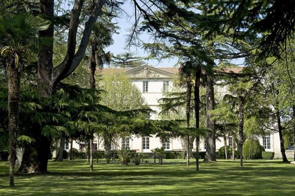 Hotel Pictures: Château de Lignan, Lignan-sur-Orb