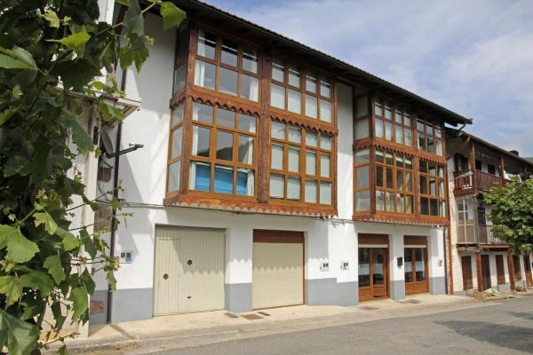 Hotel Pictures: Apartamentos Irati Olaldea, Oroz-Betelu