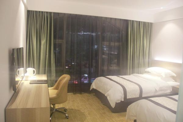 Deluxe Twin Room with Window