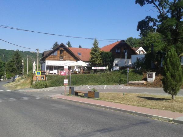 Hotel Pictures: Pension Egida, Řež