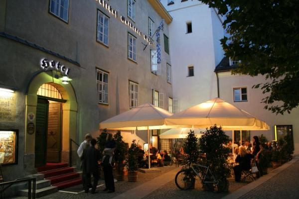 Hotel Pictures: Hotel Goldener Engl, Hall in Tirol