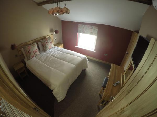 Double or Twin Room with Shared  Bathroom - Moel Fenlli