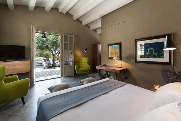 Superior Suite with Private Pool and Sea View