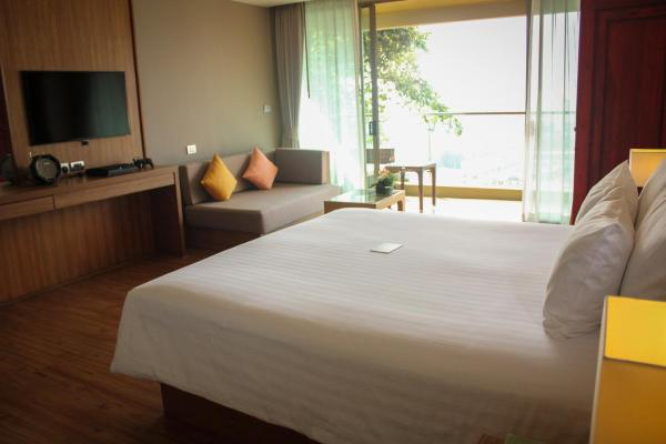 Corner Deluxe Room with Sea View