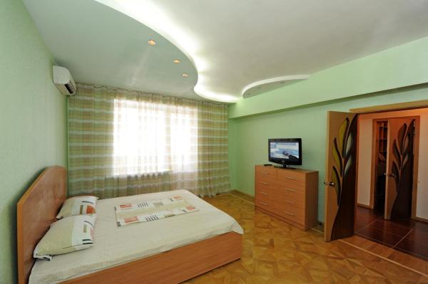 One-Bedroom Apartment with Balcony - Ulitsa Marshala Chuykova 37