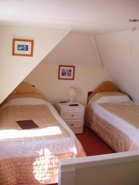 Twin Room with Bathroom