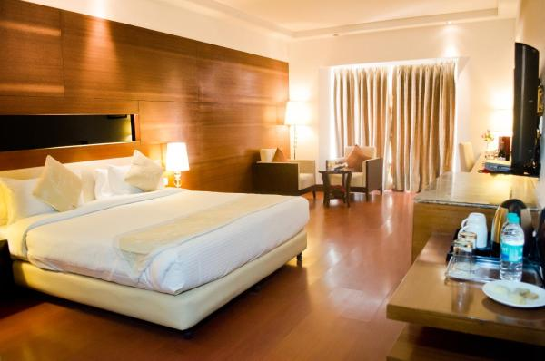 Deluxe double room with airport transfer