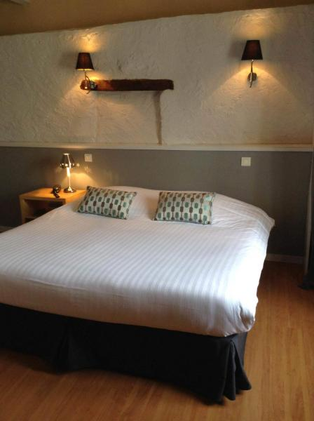 Hotel Pictures: Hôtel Restaurant de la Place, Saint-Jean-d'Angély