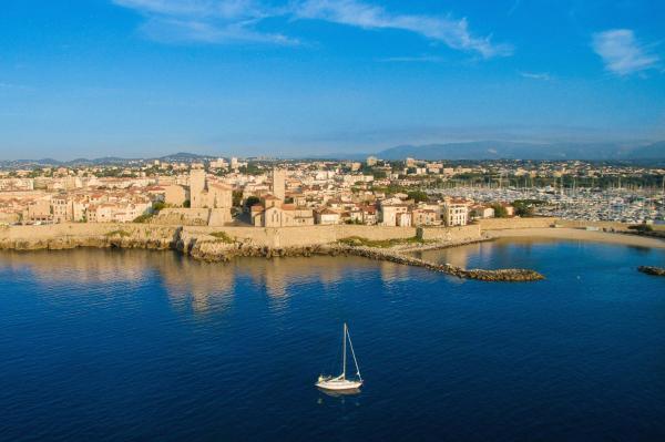 Hotel Pictures: iCasamia Maisonnette Médiévale, Antibes