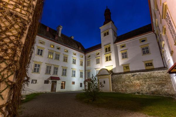 ホテル写真: Schlosshotel Krumbach, クルムバッハ・マルクト