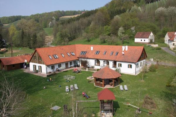 Hotellikuvia: Kürbishof Gartner & Ferienhäuser im Weingarten, Fehring
