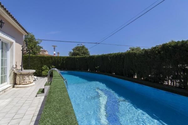 Hotel Pictures: Chalet Port Adriano-Magallus, El Toro