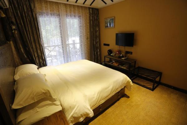 Queen Room with Terrace