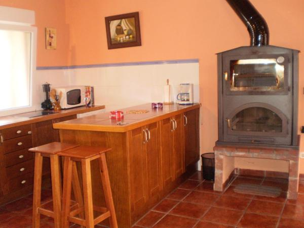 Hotel Pictures: Los Olmos Holiday Home, Fuentidueña