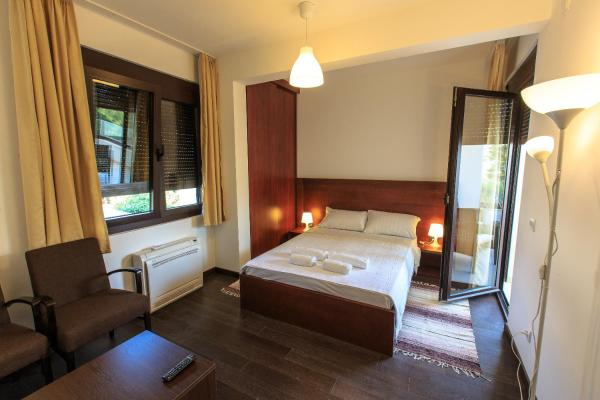 Double Room with Balcony and Partial Sea View