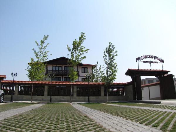 Hotel Pictures: Rodopska house, Asenovgrad