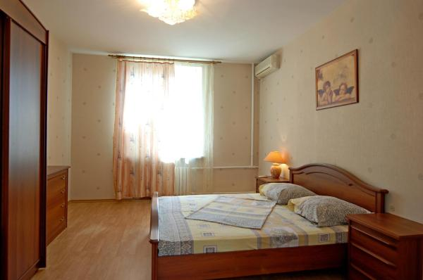 Two-Bedroom Apartment - M. Komsomolskaya