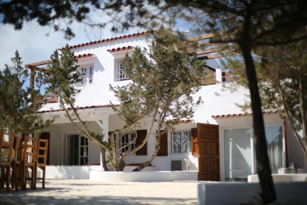 Hotel Pictures: Casa Cueva del León, Sant Francesc Xavier