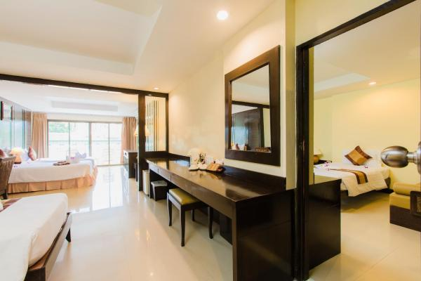 Two Connecting Deluxe Rooms with Balcony