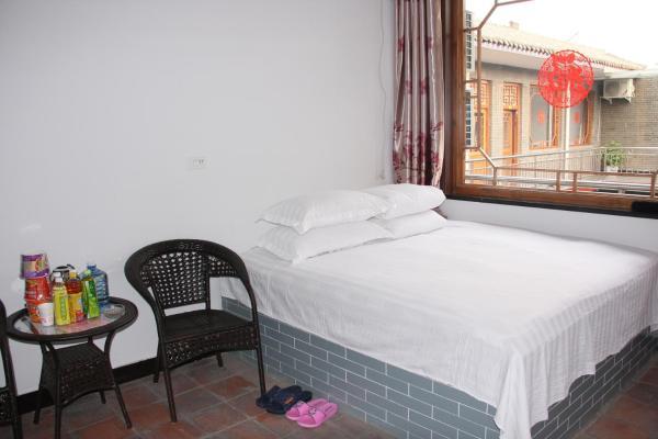 Standard Queen Room with Mahjong Table