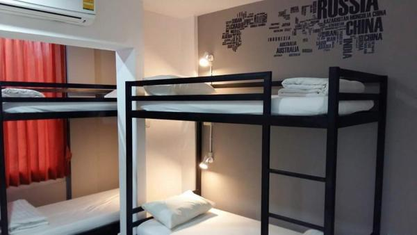 Bed in 6-Bed Mixed Dormitory with Shared Internal Bathroom