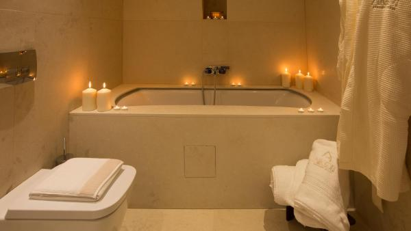 VIP Suite with Bathtub & Steam Bath - Narcissus