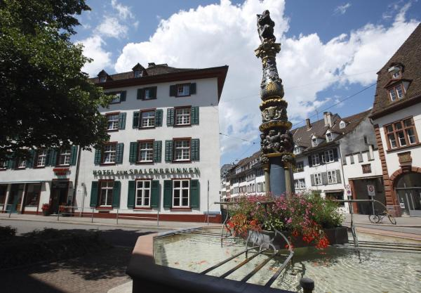 Фотографии отеля: Hotel zum Spalenbrunnen, Базель