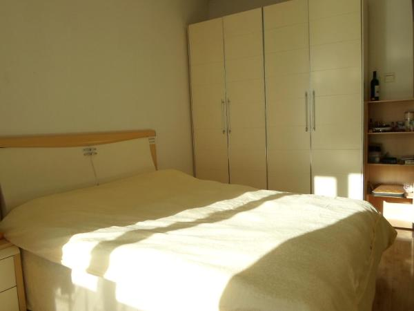 Mainland Chinese Citizens - Double Room with Shared Bathroom