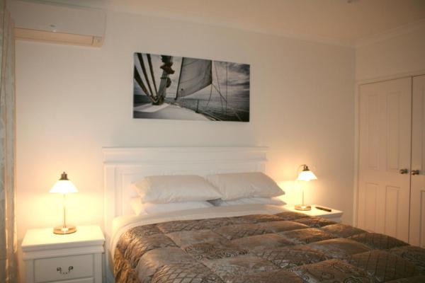 Queen Room with En Suite Bathroom