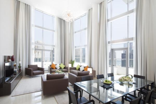 Three-Bedroom Penthouse Panoramic with Marina View