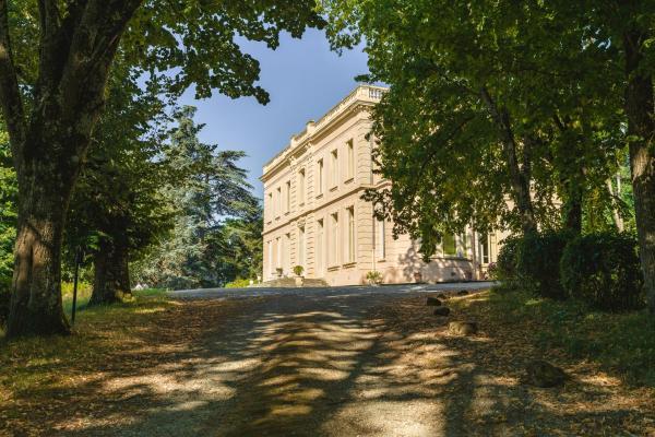 Hotel Pictures: Villa Les Pins, Lempaut