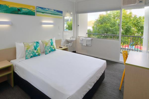 Economy Queen Room with Shared Bathroom