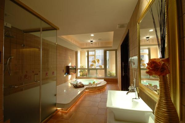 King Suite with Spa Bath  (Check in After 19.00)