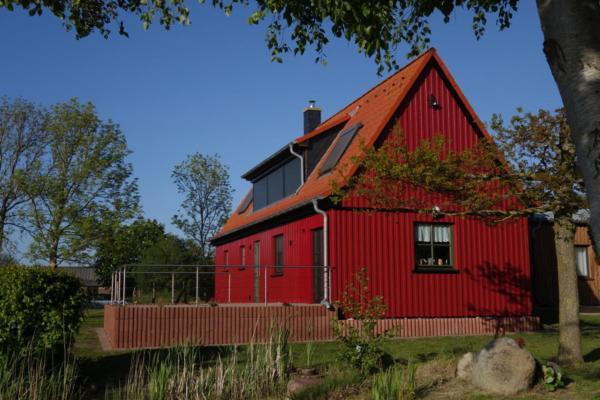 Hotel Pictures: Ferienhaus Darßblick mit Terrasse und Sauna, Neuendorf Heide