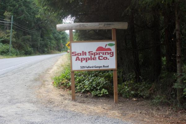 Hotel Pictures: B&B @ Salt Spring Apple Company, Ganges