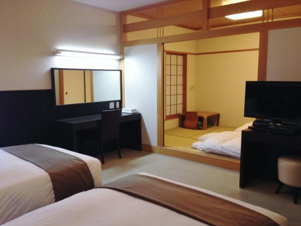 Universal Twin Room with Tatami Area - Non-Smoking
